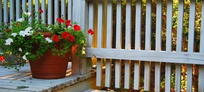 Comment peindre une rampe de porche en bois