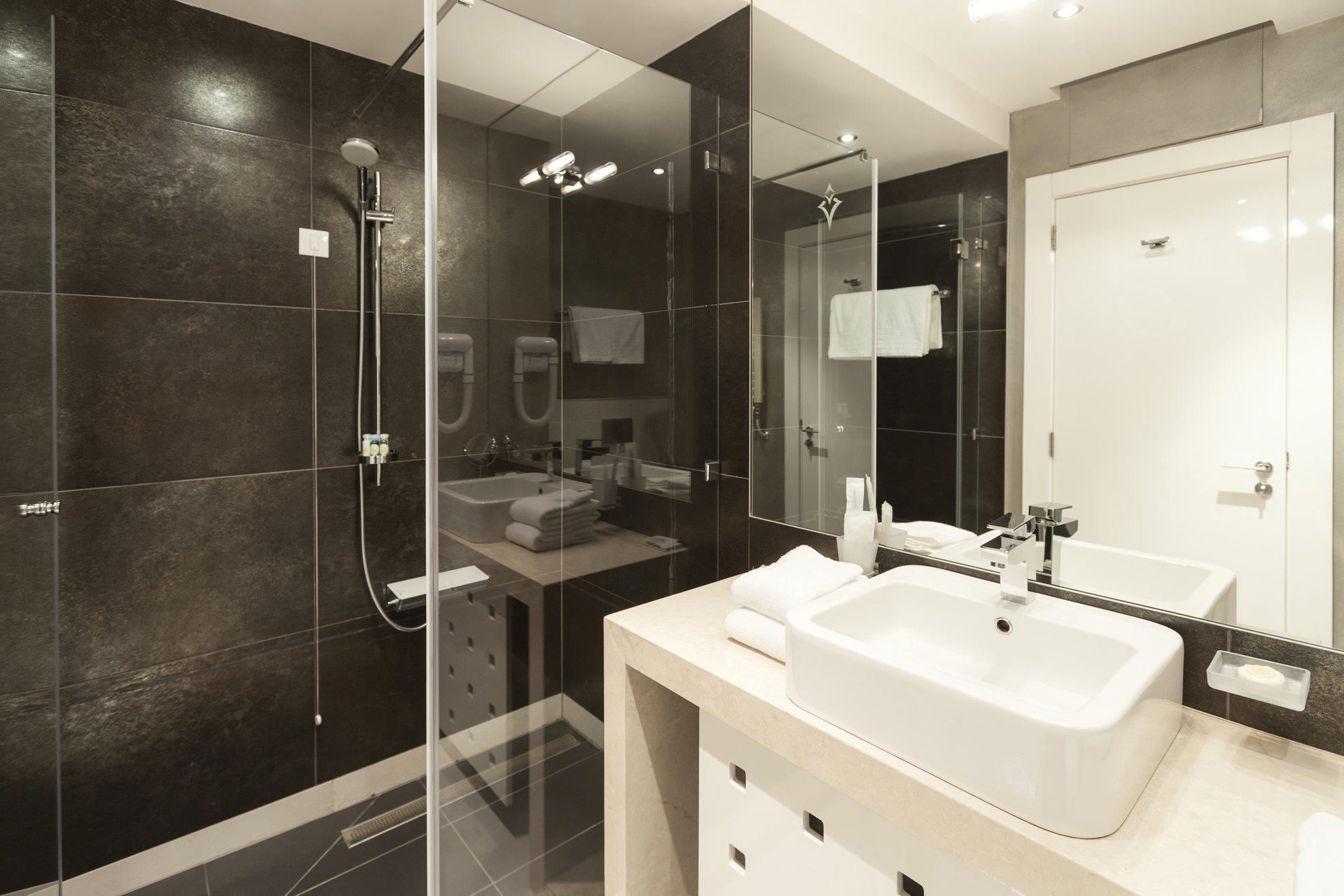 Comment poser une colonne de douche hydromassante?