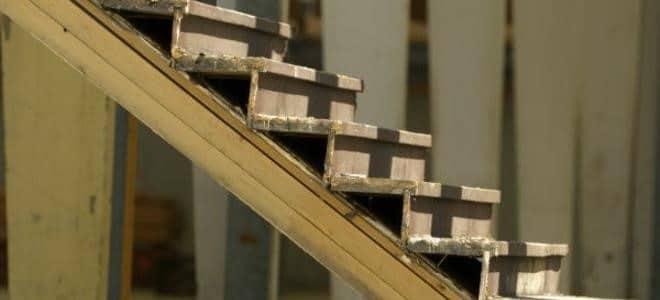 Réparer une marche d'escalier effrayante et grinçante