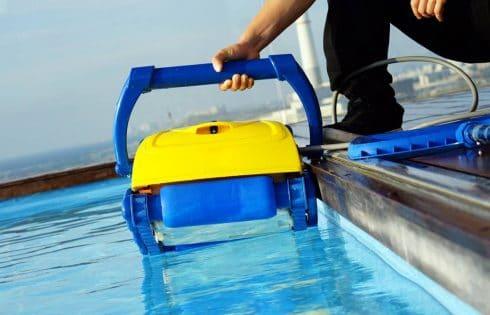 Les équipements indispensables pour l'entretien de votre piscine !