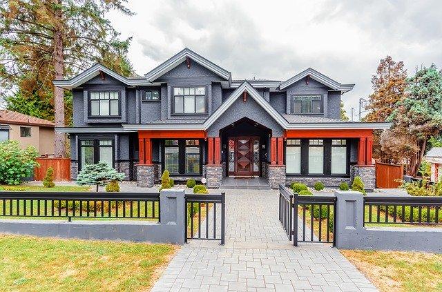 Nos conseils pour sécuriser votre maison avec un portail et une clôture de jardin