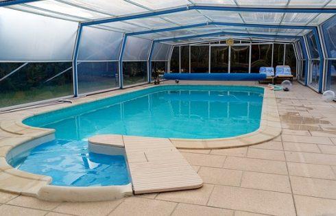 Abri de Piscine : Gagnez 9°C et baignez-vous avant tout le monde !