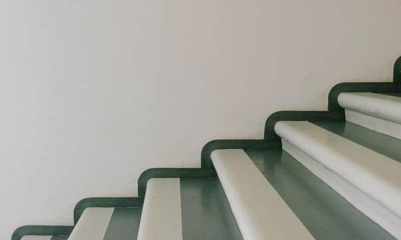 Comment conserver son autonomie à domicile avec les monte-escaliers électriques ?