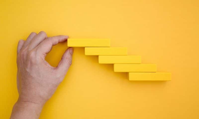 Escalier : tout savoir sur l'achat, la pose et les coûts !