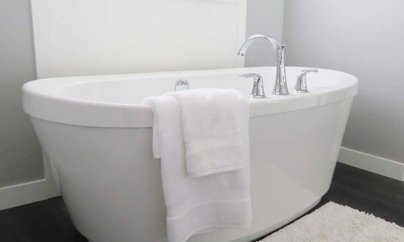 Comment réparer une baignoire abîmée ?